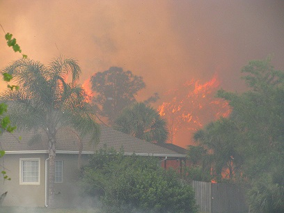 Image of wildfire threatening homes in Florida